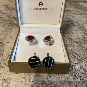 2 pairs of cuff links